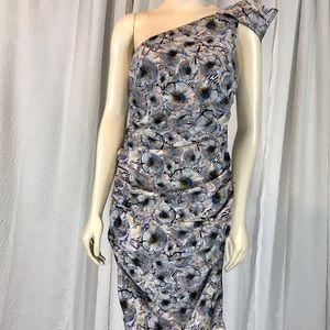 RACHEL ROY- BEAUTIFUL & FLATTERING DRESS